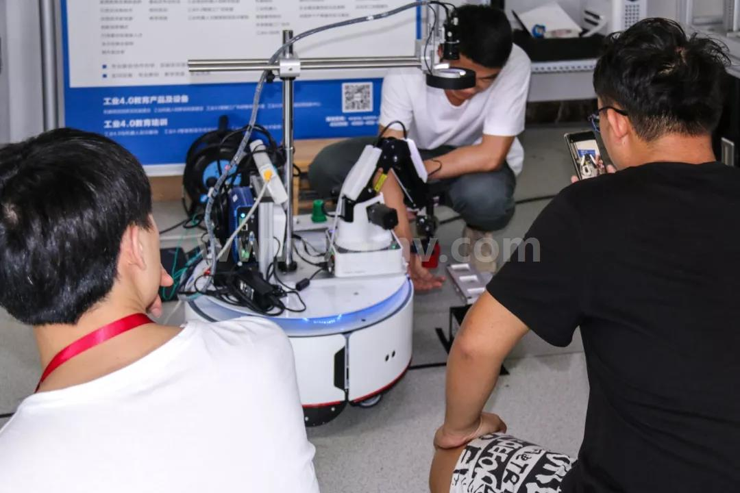 AGV机器人